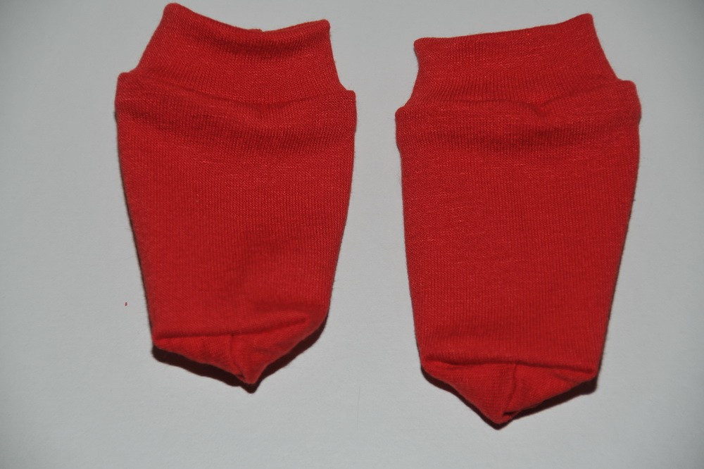 8d6c841a3e3 Røde strømper - Miras Dukketøj | Køb dukketøj og tilbehør til billig ...