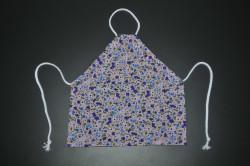 Lyserød forklæde med lilla blomster