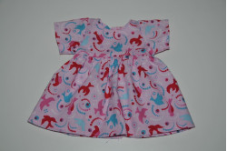 Lyserød kjole med fugle