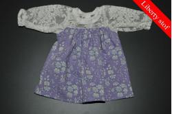 Lilla kjole med blomster (Liberty stof)