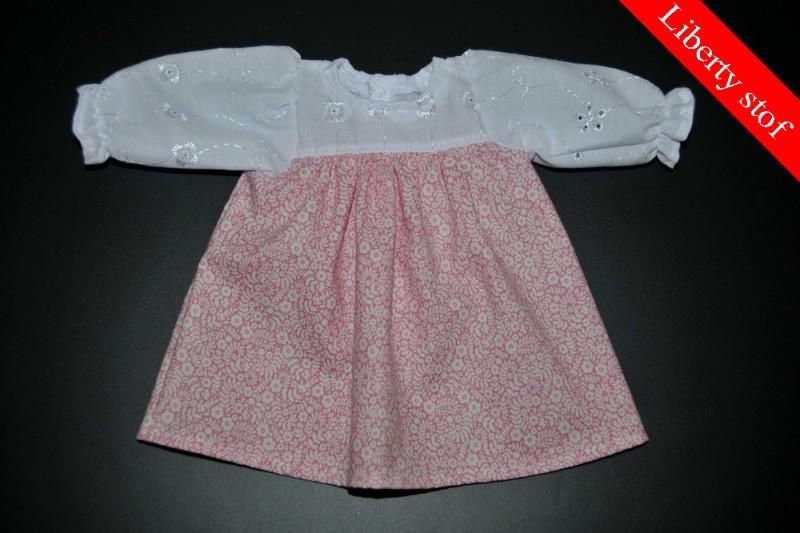 Lyserød kjole med blomster (Liberty stof)