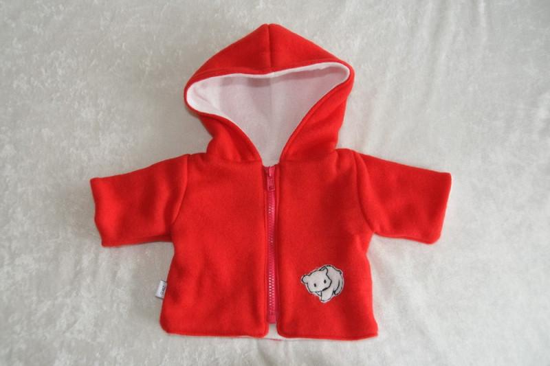 Rød jakke med bjørn