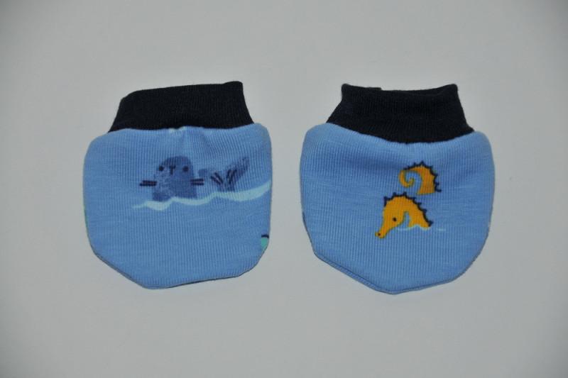 Blå dukkevanter med  fisk