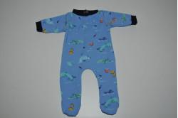 Blå dukkenatdragt med fisk