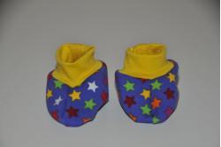 Lilla dukkefutter med multifarvede stjerner
