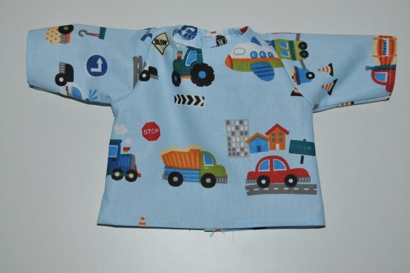 Lyseblå bluse med biler