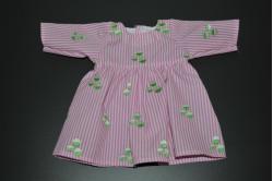 Lyserød stribet dukkekjole